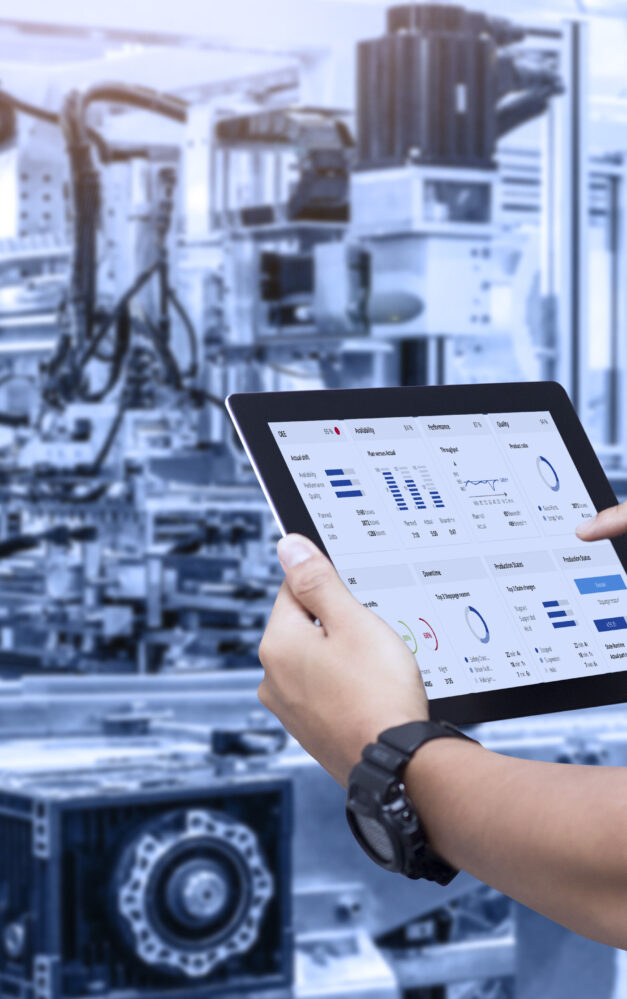 Transparency in OEE: Lenze showcases digital twin use cases as well as software and hardware for end-to-end digital engineering in Nuremberg